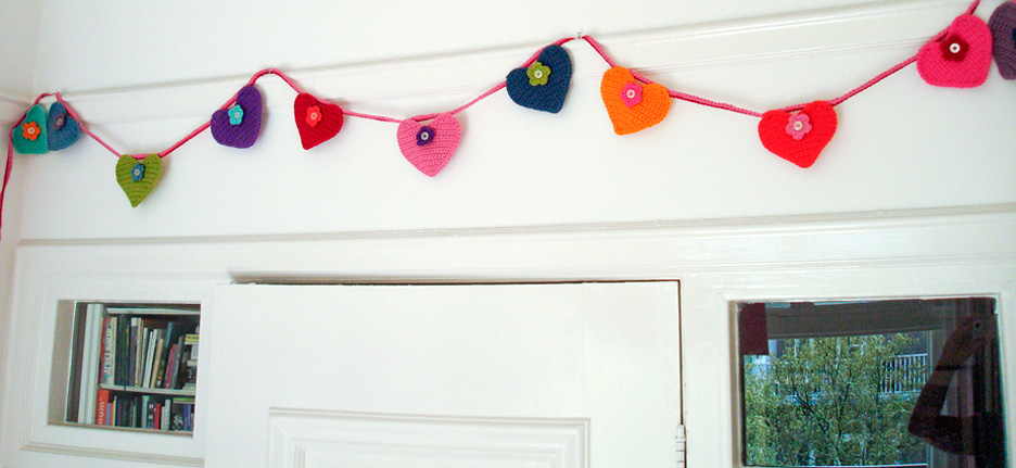 corcheted-hearts-garland-finished