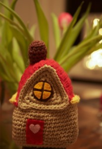crocheted-house